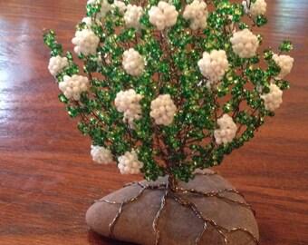 Snowball tree, Tree sculpture