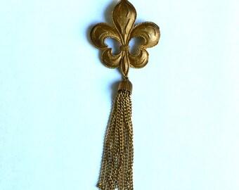 Vintage Fleur De Lis Brooch Pin With Fringe Chain - Bronze Tone