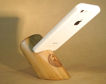 Bamboo smartphone stand - Customizable dock (laser engraving)