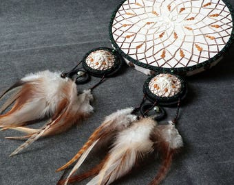 Table dream-catcher 'Nature' and its Brown dreamcatcher nippies. DreamCatcher canvas 'Nature' with brown dreamcatcher nippies.
