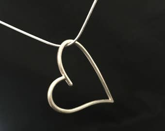 The silver quite simple heart 925