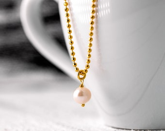 Pearl jewelry // Delicate gold-plated sterling silver ball necklace with white freshwater pearl