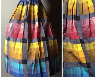 Vintage 50s skirt / 1950s skirt / novelty print skirt / full pleated skirt / cotton skirt / rainbow skirt / M5228
