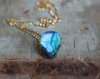 Raw Labradorite Necklace in Silver or Gold, Raw Crystal Jewelry, Rough Labradorite Jewellery, Rough Gemstone Necklace, Raw Stone Jewellery