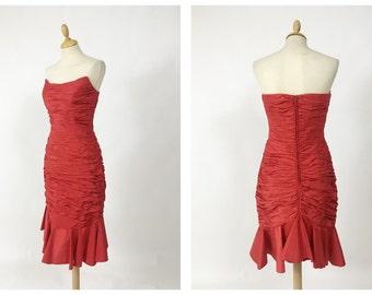 Vintage 1980s red silk taffeta strapless wiggle pleateds dress - size S