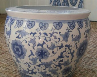Large Vintage Blue and White Chinese Porcelain Cachepot Fish Bowl Flower Pot Planter Chinoiserie Hollywood Regency Asian Export Floral