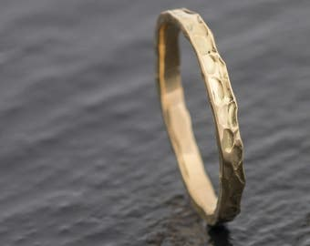 Welsh & Recycled Gold Hammered 2.5mm Wedding Ring