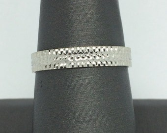 18K Solid White Gold Diamond Cut Band