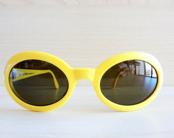 VALENTINO V697 vintage sunglasses yellow now new old stock made in Italy small