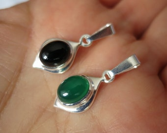 Black or green onyx pendant set in 92.5 sterling silver, free shipping
