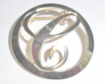 Pretty petite vintage round goldtone script letter initial C lapel collar brooch