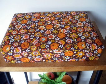 Vintage french fabric covered box/ Shabby chic/  Boîte à couture rétro 1970/70's