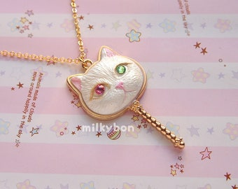 Pearly Kitty Head Wand Necklace (white)