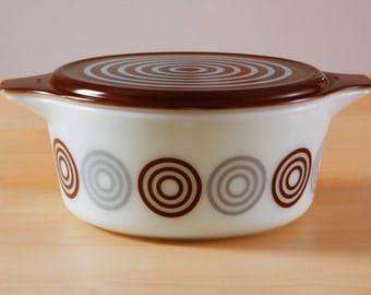 Vintage Pyrex Promotional Cosmopolitan/Salton 475-B casserole dish with lid