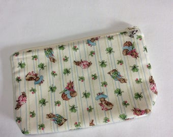 Lined zipped pouch