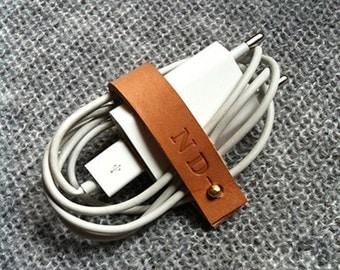 Organiseur de câble / chargeur / écouteur personnalisé à vos initiales en cuir naturel. Made in France.