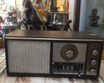 Retro Henry Kloss KLH model Twenty One Clock FM radio 60s