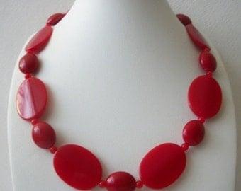 ON SALE Retro Vivid Bright Red Flat Wavy Plastic Beads Necklace 10217