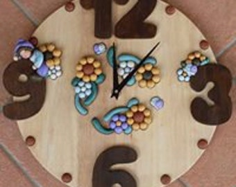 Wall clock with light wooden GNOME