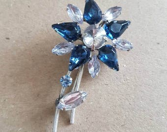 Lovely vintage flower brooch