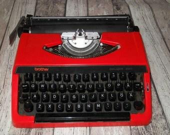 Red Brother Deluxe 220 Typewriter. Portable Typewriter. Manual Typewriter. QWERTY keys. Vintage Typewriter 1980s. Made in Japan