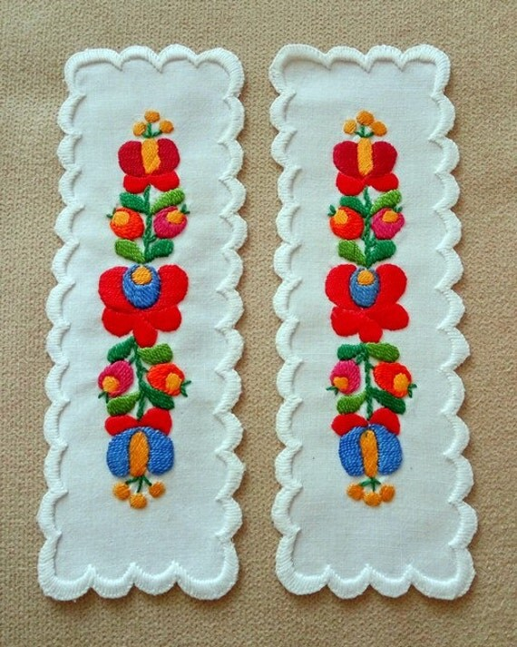Hand embroidered Bookmark with Matyo embroidery (MKORN-TR-78)