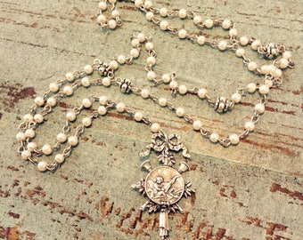 Silver ànd pearl rosary necklace