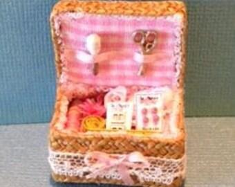 1:12 Dollhouse Miniature Sewing Basket Kit/DIY Miniatures  DI FS514