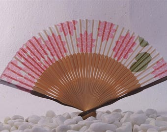 SENSU(扇子) Cherry blossom petals are draw on the lace fabric. Sensu is a portable cooling device. Maybe your favorite one!