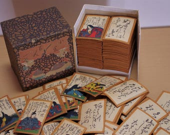 Ogura Anthology of One Hundred Tanka by One Hundred Poets(小倉百人一首) Japanese card game It is a pretty old era. It's just fun to looking.