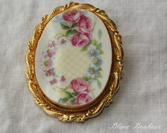 Beautiful brooch or pendant, made with broken china