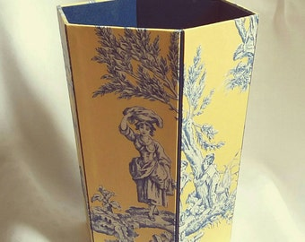 Paper basket, wastepaper basket, fabric Brunschwig, toile de Jouy fabric, French toile, yellow toile de Jouy