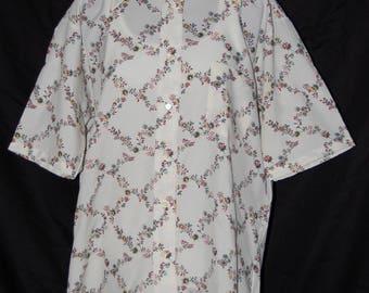 vintage men's shirt, short sleeve, button front, floral pattern, trellis pattern, crepe shirt, 60s 70s, pointy collar