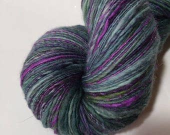 Handspun Merino single yarn with 137 g glitter