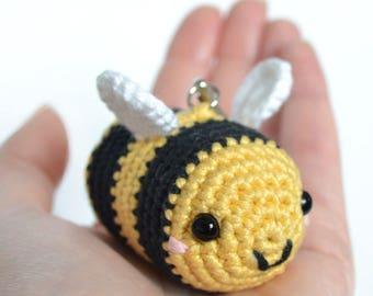 Crochet bee keyring. Amigurumi bee