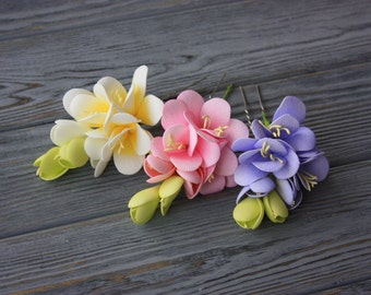 Set of three hair pins with white, pink, violet or mixed coloured fresia