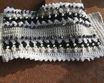 Crochet pearl bracelet white black gray