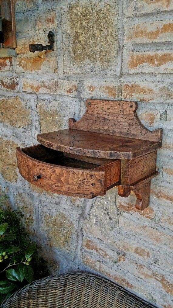 Mensola in legno anticato con cassetto stile rustico for Mensola con cassetto