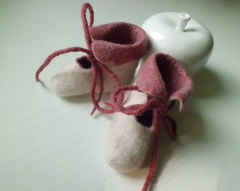 Baby shoes Boots felted size 16/17 (10cm) original gifts for christening birthday Christmas gift for baby felted shoes white red