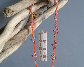 Necklace crocheted with beads fuchsia and orange