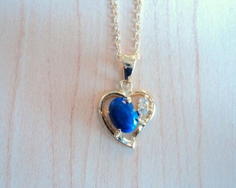 Heart shaped pendant with lapis lazuli and zircon. Necklace vintage in excellent condition. True lapis lazuli.