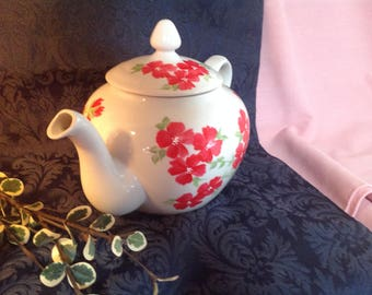 hand painted tea pot//mother's day//birthday//gifts for her//house warming//wedding gift//engagement//anniversary//red flowers//tea party