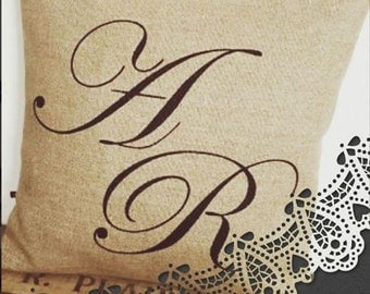 Customizable cushion in linen initials + names