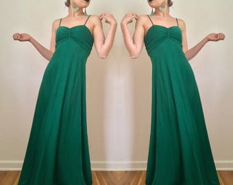 1970's Emerald Green Spaghetti Strap Maxi/ Prom/ Dance / Party Dress