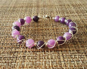 Wire wrapped lilac beaded bracelet