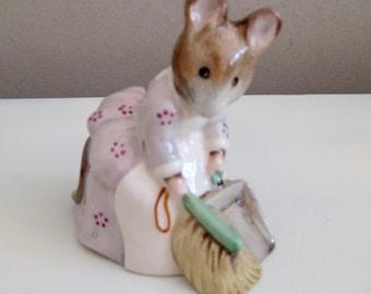 Royal Albert England, Beatrix Potter, Hunca Munca Sweeping, Beatrix Potter Ornament, Royal Albert Figurine, Vintage Ornament, Mouse Ornament