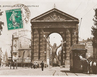 Postcard of an exposed triton victory square