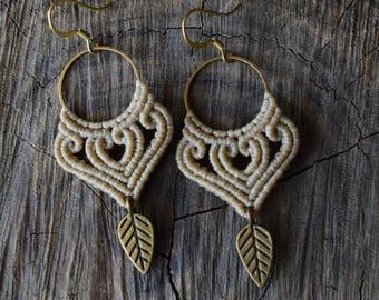Macrame earrings with brass hoops with brass leaf | Boho - Hippie beige macrame earrings