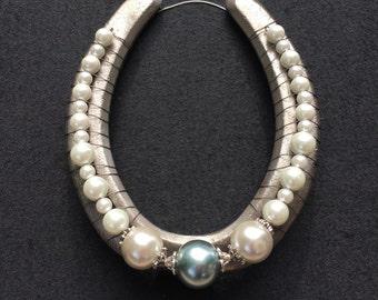 White & Black Pearl Decorative Horseshoe