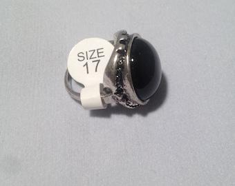 Black gem stone ring, lovely detail on this silver ring.